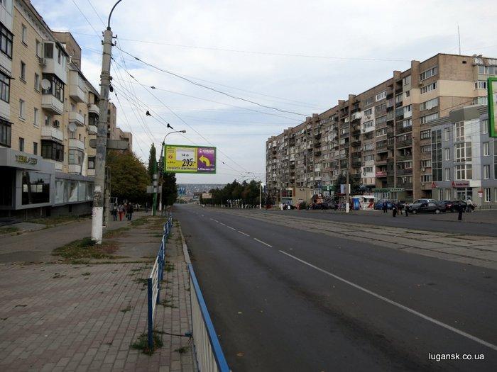В полдень в Луганске автомобильный транспорт отсутствует. 16 октября 2012 г.