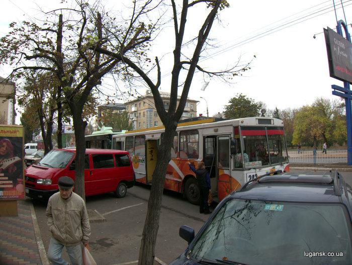 Общественный транспорт остановлен. 16 октября 2012 г.