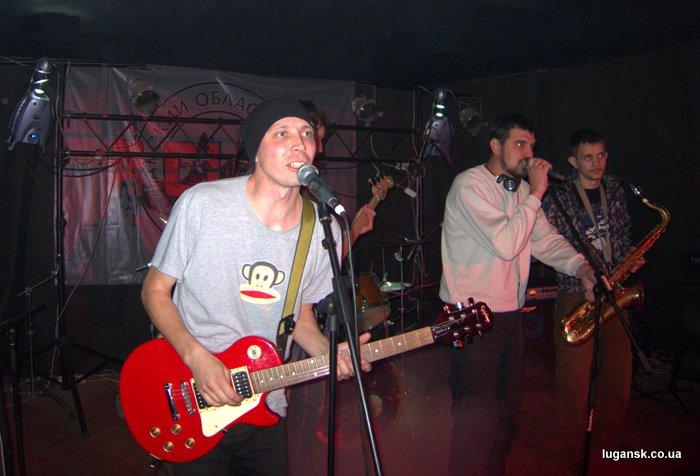 Музыканты группы MONKEY WAY из Северодонецка на сцене R-Club.
