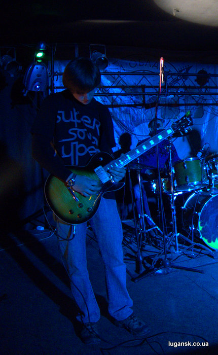 Гитарист Blues Roll Band.