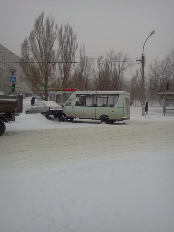 ДТП 8 января 2013 г. на кв. Якира возле больницы.