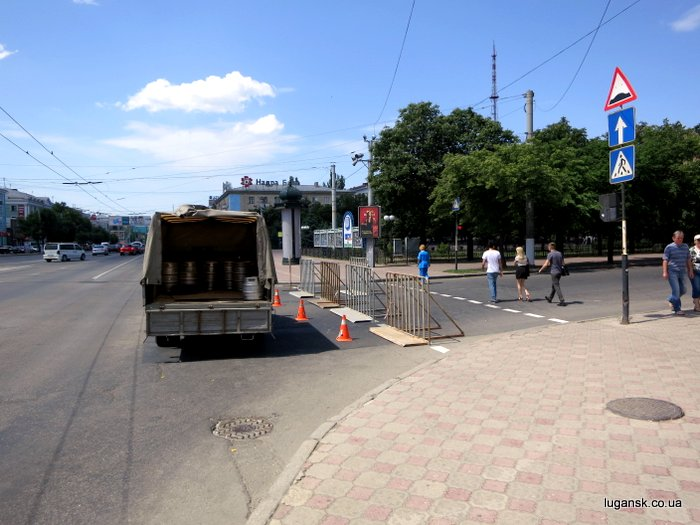 Площадь Героев ВОв перекрыли для митинга ПРУ в Луганске.