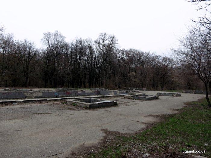 Парк Горького в Луганске, центральный вход.