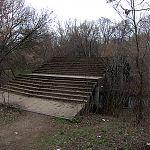 Разрушающийся бетонный мост через р. Лугань в парке Горького, Луганск.