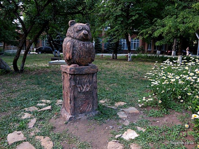 Винни-Пух, скульптура в Луганске.
