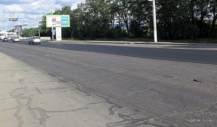 Укладка асфальта по ул. Линева в Луганске.