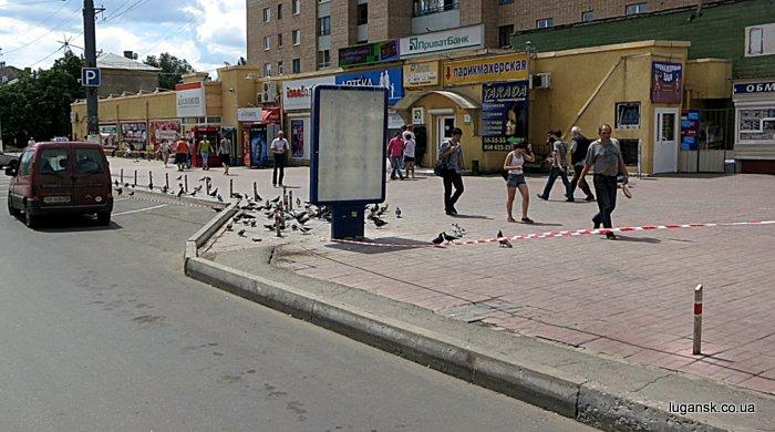 В Луганске было все ограждено сигнальными лентами.