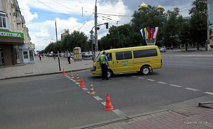 Многие улицы в центре Луганска были перекрыты.
