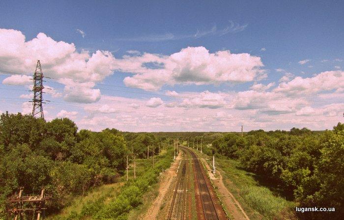 Фотография железной дороги с моста, Луганск.