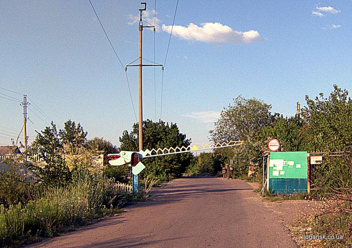 Въезд в дачный кооператив в Райовке.