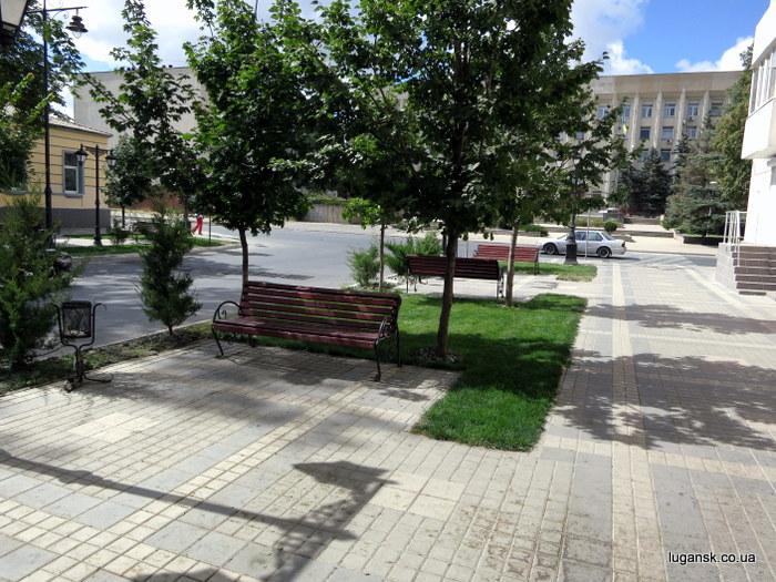 Лавочки в Симферополе на ул. Горького.