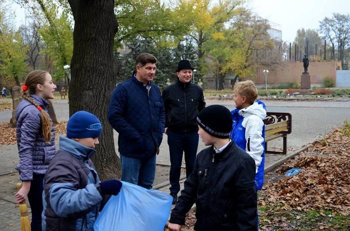 Субботник с участием мэра Луганска.