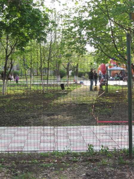 За вход в недостроенный парк требуют плату