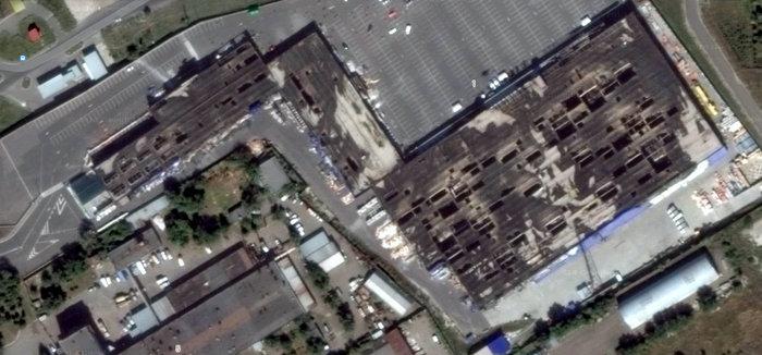 Эпицентр на ул. Возрождения в Луганске после пожара.