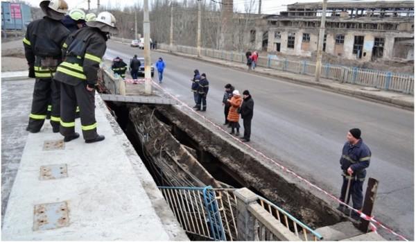Мост Пархоменко, разрушения, Луганск.