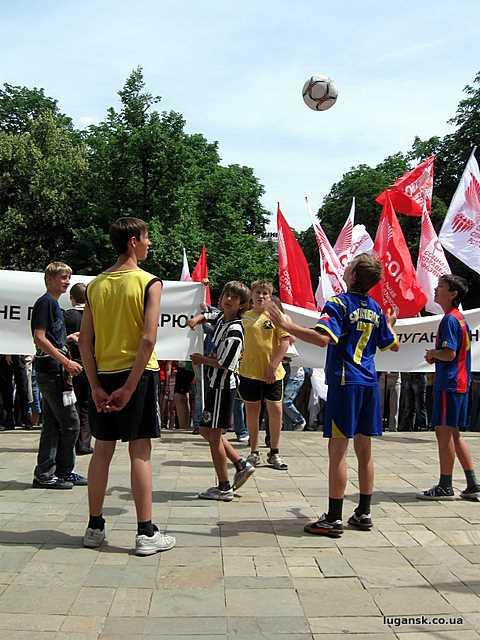 """Так мы любим футбол и луганскую """"Зарю"""""""