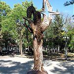 Вид сзади. Памятник Татьяне Снежиной в Луганске.