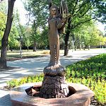 Памятник Татьяне Снежиной в Луганске.