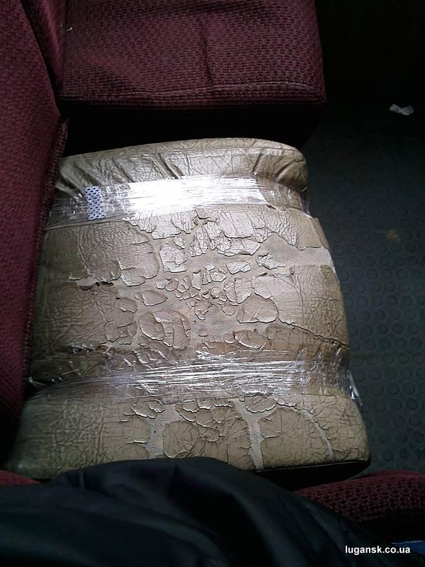 Ободранная седушка в маршрутке в Луганске.
