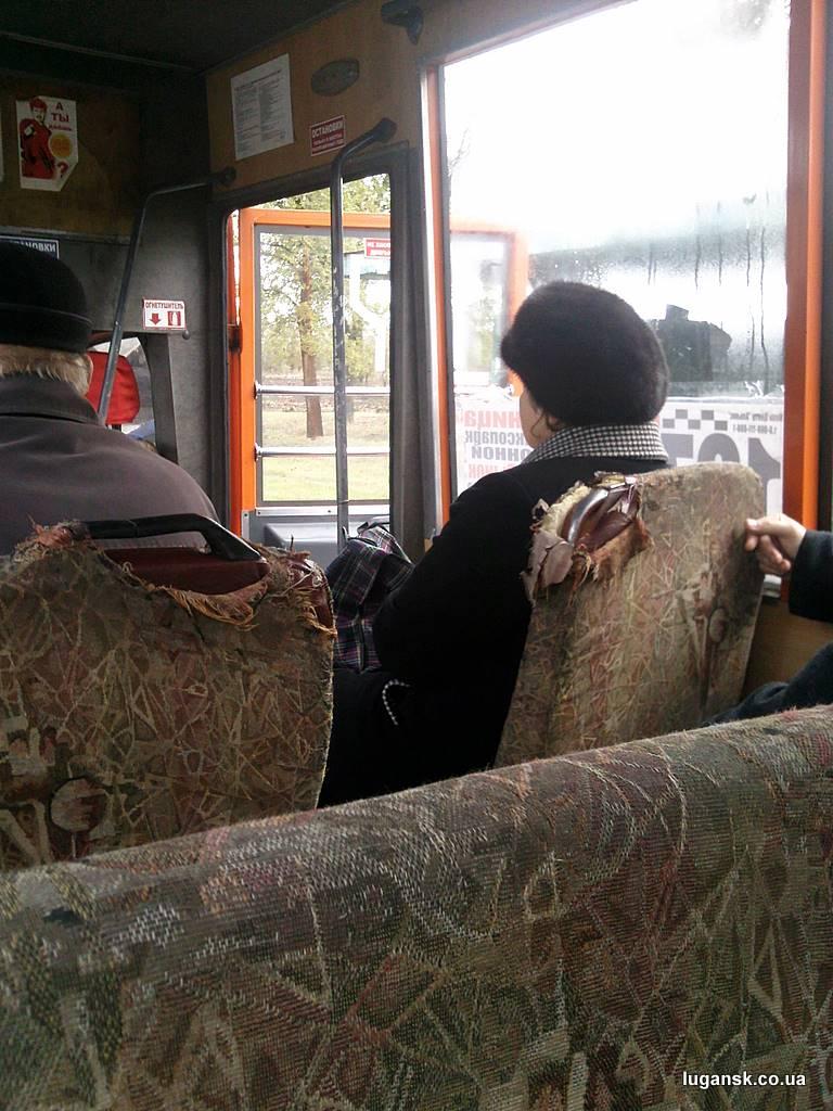 Ободранные сидения в маршрутке. Луганск