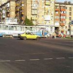 Трамвай протаранил джип в Луганске.