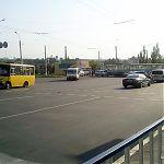 Авария в Луганске. В ДТП приняли участие джип и трамвай. Обратите внимание на разваливающуюся маршрутку слева.