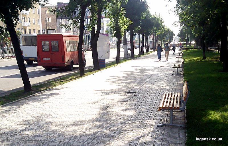 Лавочки в Луганске.