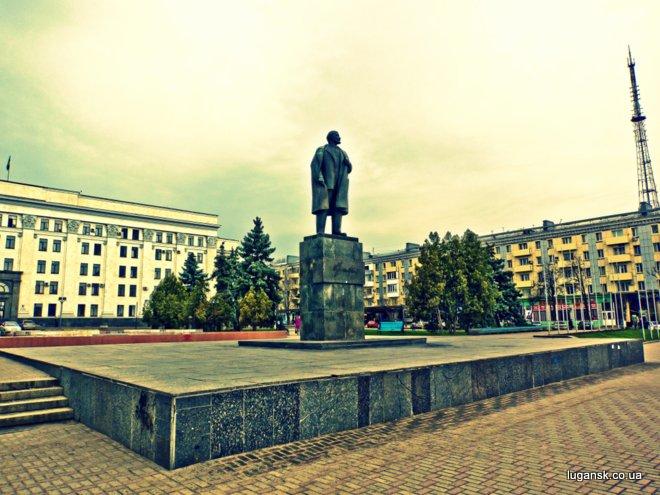 Ленин на Театральной площади в Луганске
