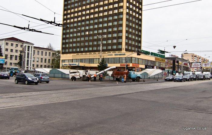 Ремонт дороги в Луганске.