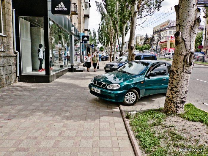 ул. Советская, Луганск, парковка