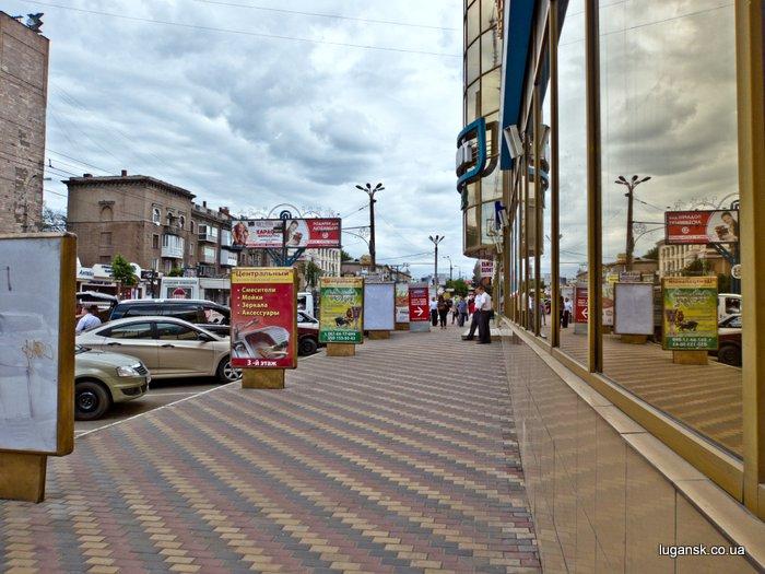 ул. Советская, Луганск, узкий тротуар